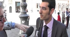 Alle prese con un'intervista al Tg1 dinanzi Montecitorio