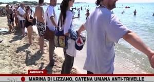 Una catena umana No-Triv sulla spiaggia di Marina di Lizzano organizzata dai meet up M5S per tutelare pesca, turismo, mare dalle trivellazioni petrolifere