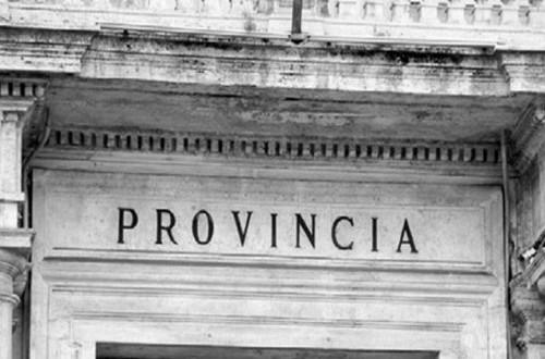 Disapprovata dalla Corte dei conti che ne ha fatto emergere i lati oscuri, la legge approvata sulle Province, aumenterebbe di 26.000 unità i consiglieri comunali e di 5.000 gli assessori