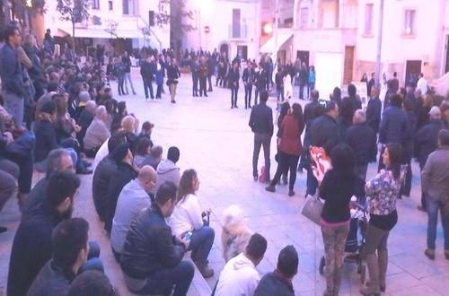 Anche il deputato M5S della Commissione Esteri presente all'appuntamento con il Diario dei Cittadini L'Abbate e Scagliusi a Polignano a Mare (Bari)