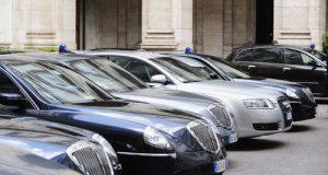 Con l'ok della maggioranza al ddl del Movimento 5 Stelle, prima stretta sull'uso delle auto blu da parte dei politici italiani