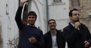 Il deputato Alessandro Di Battista torna a Polignano, in una gremita piazza San Benedetto, con il Bancocrazia Tour. Primo comizio per Maria La Ghezza (M5S)