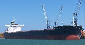 Sit-in con GranoSalus e Rosa Barone al porto di Bari per il sequestro della nave canadese con un carico di grano duro potenzialmente nocivo