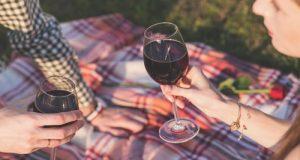 Avviato l'iter per lo stanziamento di contributi destinati alla promozione all'estero delle aziende di vino italiane. Sul tavolo 100 milioni di euro